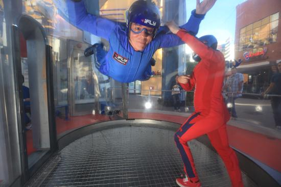‪iFLY Hollywood‬