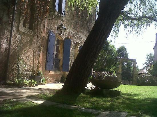 La maison bleue picture of la maison bleue villereal tripadvisor - Maison bleue mobel ...