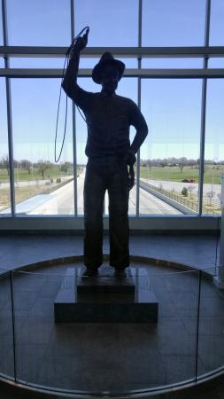 Vinita, OK: Will Rogers statue in which this turnpike was named