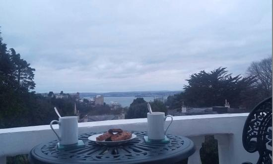 Vomero Holiday Apartments: having a cup of cappuccino and mocha with homemade biscuits in the evening :)