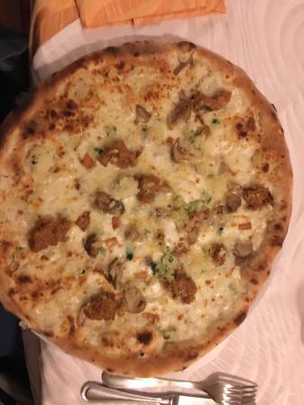 Il Castello: Pizza pancetta funghi mozzarella e provola