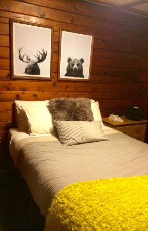 Fernie, Canada: Our charming and cozy bedroom