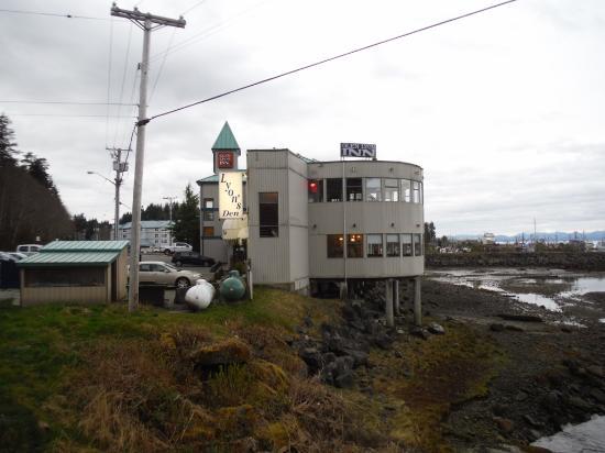 Glen Lyon Inn: VIEW OF RESTAURANT AND PUB