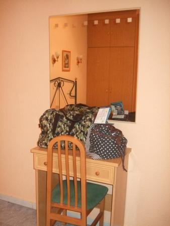 Hostal Residencia Fernandez: Escritorio