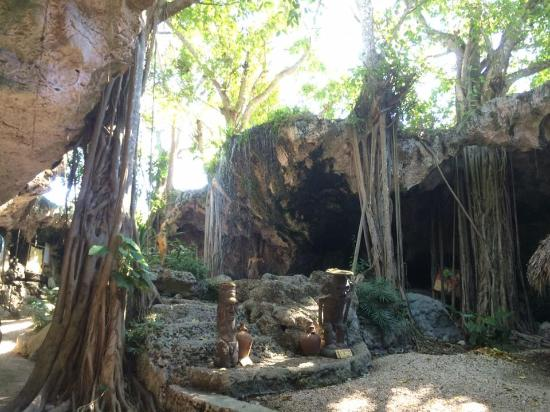 Waterfall at the beginning of the cave - Picture of Pirate