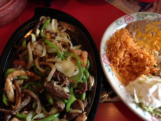 Yreka, Kaliforniya: Chicken and steak fajitas