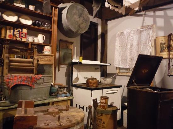 Port Hardy, Canada: ANTIQUES HOUSEHOLD ITEMS