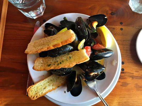 Auntie Pesto's Cafe: Great serving of mussels