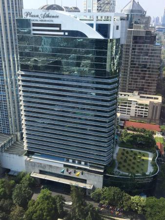 โรงแรมพลาซ่า แอทธินี แบงคอก, อะ รอยัล เมอริเดียน: View from Okura. Ha!