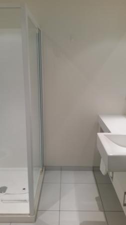 Нью-Плимут, Новая Зеландия: Great benchtop in the bathroom decent size