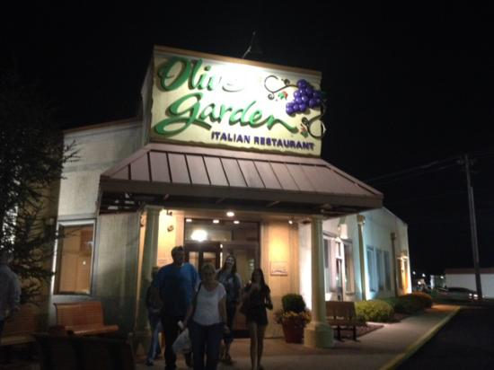 Happy Customers Leaving The Fort Smith Olive Garden At Night