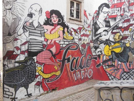 Alfama Lisbon Tours Destination Photo De Street Art Neighborhood XvrZXB