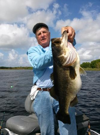 Indian Lake Estates, FL: A#1 Bass Guide Service
