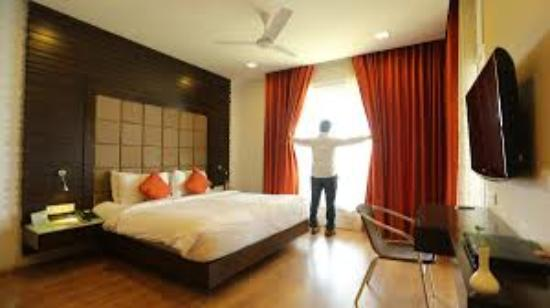 Grand Palace Hotel & Spa Yercaud: Artiste Suite room