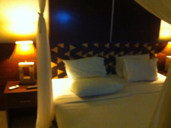 Kertiyasa Bungalow: 部屋のベッド