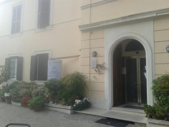 Casa di Accoglienza Paolo VI: ingresso della struttura