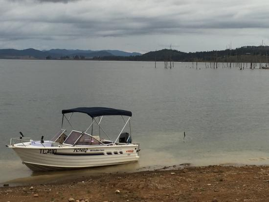 Lake Somerset Holiday Park: Easter 2016 long weekend - unpowered section.