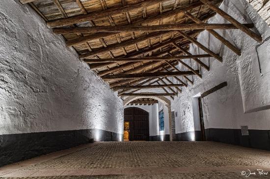 Villanueva de la Jara, Espanha: Pasaje de la Posada Massó. Entrada a la Ofiicina de Turismo