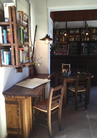 Auberge Kalopetri: Reception area