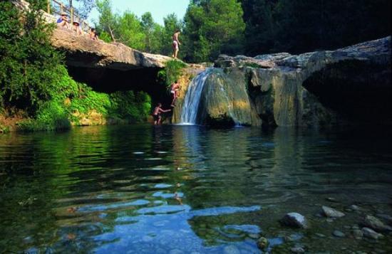 Camping els ports arnes tarragona opiniones for Piscinas naturales horta de sant joan