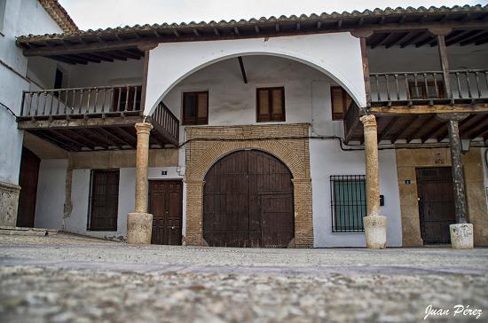 Villanueva de la Jara, Espanha: Portón de entrada a la Posada y Oficina de Turismo