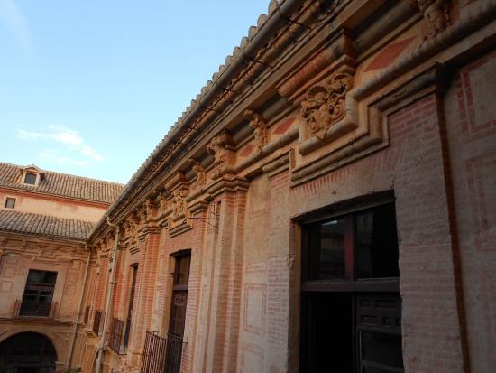 monasterio de los jeronimos en ladrillo visto
