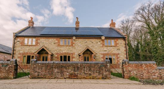 Woolland, UK: Jasmine & Plumtree Cottage - The Victorian Barn