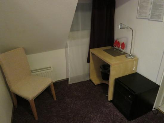 City Apart Hotel : ベッドルームとバスルームのあいだの一角