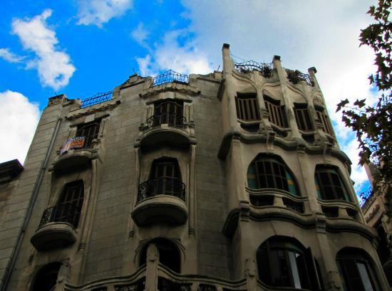 Edifici Casasayas: Здания