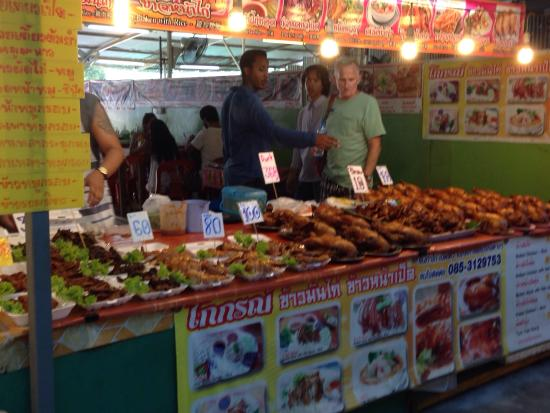 Chalong, Thaïlande : Phuket night weekend market