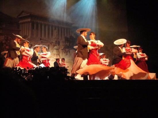 Sagra del Mandorlo in Fiore: Ballo del gruppo di messicani