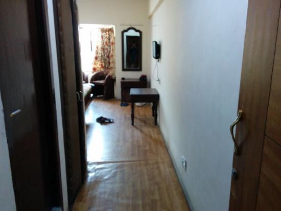 Nilgiris Inn: Bed room