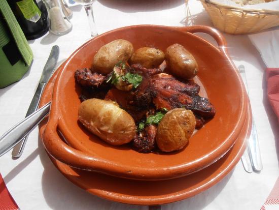 Restaurante Navegador: Octopus cooked in the oven.