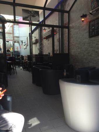 Le Street Cafe