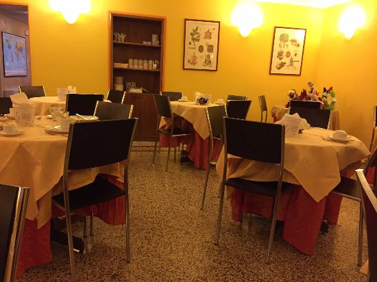 Hotel La Luna: La colazione..