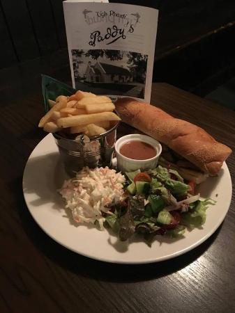 Tourmakeady, Irlanda: Paddy's Steak Sandwich!