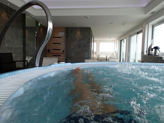 Zona relax all\'ultimo piano con vista mare, sauna, bagno turvo e ...