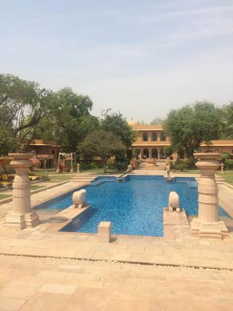 The Oberoi Rajvilas: The pool