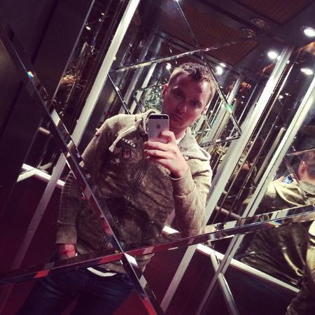 Royal Hotel: Лифт в забавных зеркалах)