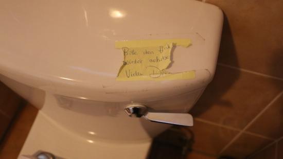 Tamboti Guest House: Defekte Toilettenspülung