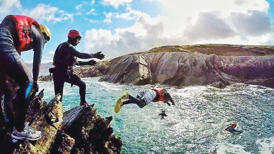 Real Adventures Connemara : Coasteering in action