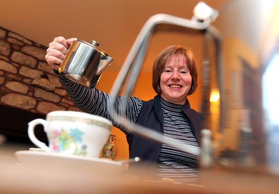 Newtonmore, UK: Amanda serving Tea