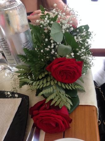 Hotel Nautilus : Rose per le Signore a Ferragosto