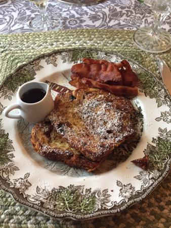 Lyttleton Inn: French Toast w/bacon and maple syrup