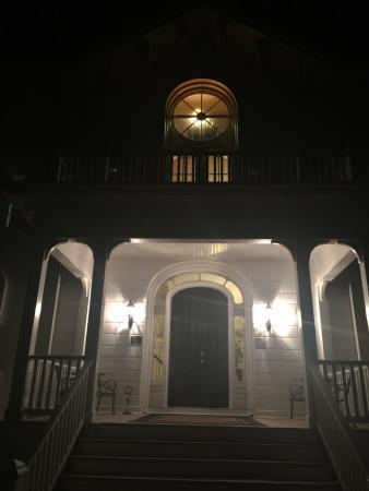 Mayhurst Inn: photo1.jpg