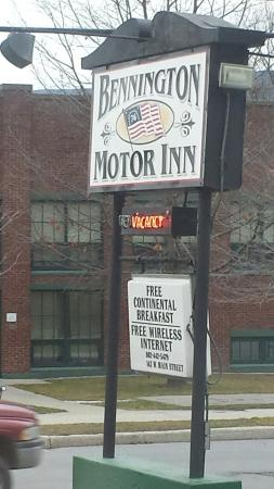 Bennington Motor Inn: 20151212_145336_large.jpg