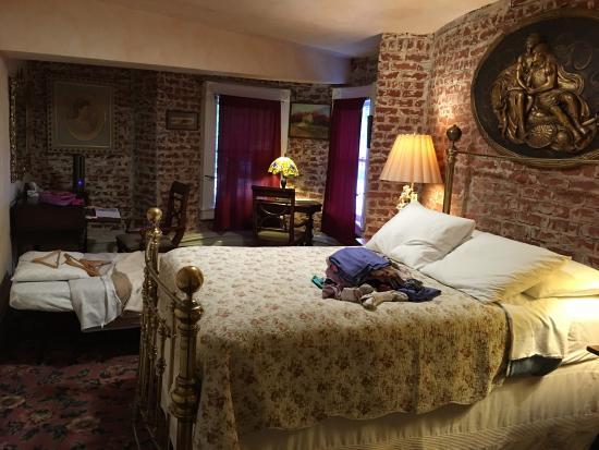 Chateau Tivoli Bed & Breakfast: photo2.jpg