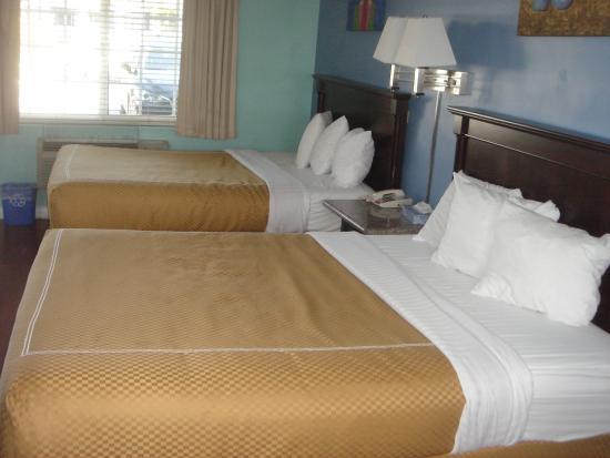 Rose Garden Inn : Two Queen Beds