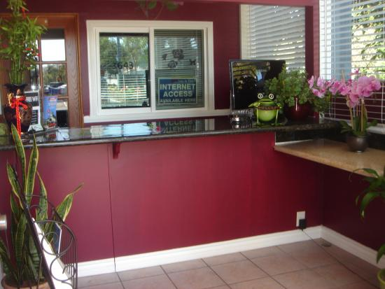 Rose Garden Inn : Front Desk Lobby