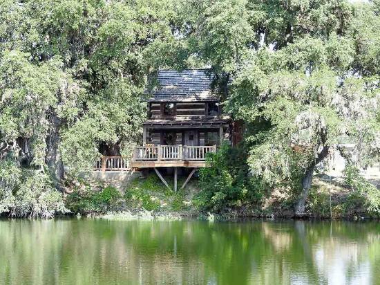 Uvalde, TX: lakefront cabin